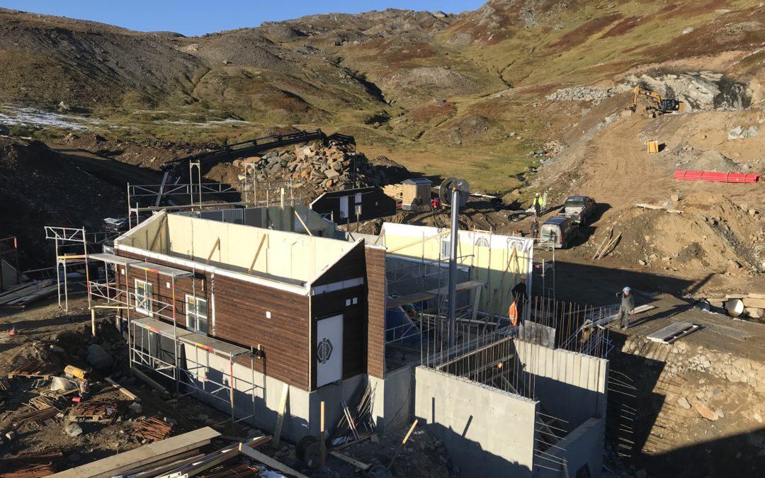 Generator på plass og montering av vegger på Veiski