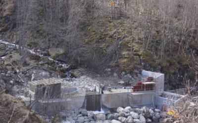 Full fart med dam- og inntaksbygging i Mork